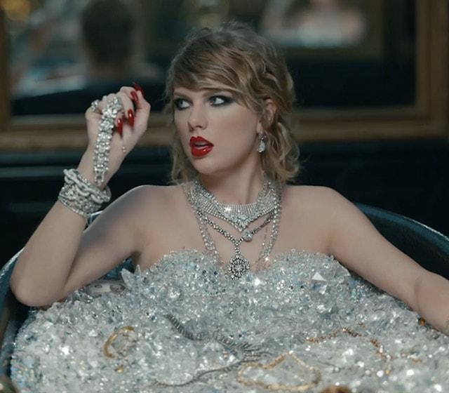テイラー・スウィフト 最新ミュージックビデオでプラチナ・ジュエリーをフィーチャー