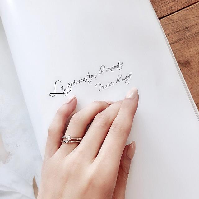 婚約指輪と結婚指輪を重ね着けする方法は?