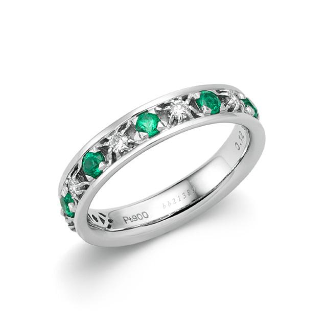 神秘的な緑色が人々を魅了する。<br />5月の誕生石エメラルドとは?